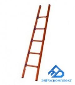 ЭлРоскомплект предлагает диэлектрические лестницы и стремянки