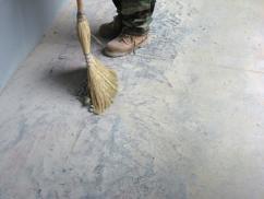 Предотвратите пыление старого бетона при помощи пропитки