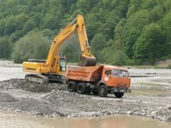 В Адыгее приостановлена незаконная добыча природных стройматериалов