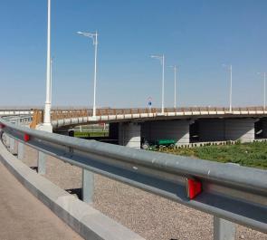 Установка дорожных ограждений барьерного типа 11до, 21до, 11дд, 21дд. Выполнение работ по ГОСТ и соблюдения правил монтажа на дорогах. Советы по производству работ.